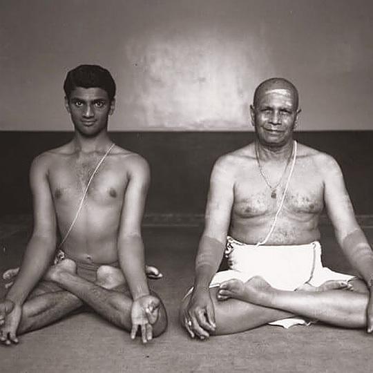 ashtanga-yoga-jois-family
